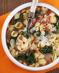 Pasta Fagioli   I made this tonight and it is delicious.   Easy to make.   Highly recommend trying this... best soup i've ever made. Pasta Dishes, Pasta Soup, Quinoa Pasta, Pasta Fagioli Soup Recipe, Italian Side, Classic Italian, Italian Pasta, Italian Foods, Veggie Stock