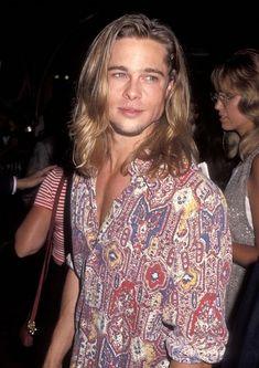 1993 Brad Pitt at Mann's Chinese Theater in Hollywood Gwyneth Paltrow, Jennifer Aniston, Grunge Fashion, 90s Fashion, Style Fashion, Fashion Trends, Junger Brad Pitt, Bradd Pitt, Lestat And Louis
