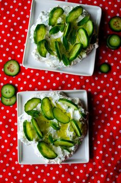 Cucumber yogurt feta dip makes you renewed in these warming days. Serve it with thinly sliced cucumbers. Recipes Appetizers And Snacks, Healthy Snacks, Snack Recipes, Healthy Eating, Healthy Recipes, Cucumber Yogurt, Feta Dip, Tailgate Food, Incredible Edibles