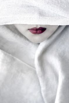 """""""Remember, geisha are not courtesans. We create another secret world, a place only of beauty. The very word """"geisha"""" means artist. Shades Of White, Red And White, Snow White, Pure White, White White, White Magic, White Art, White Light, Red Black"""