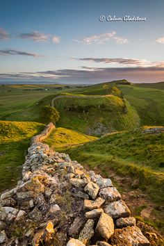 Hadrian's Wall - The most popular tourist attraction in Northern England Cool Places To Visit, Places To Travel, Places To Go, Roman Britain, England And Scotland, England Uk, Northern England, Photo To Art, British Countryside
