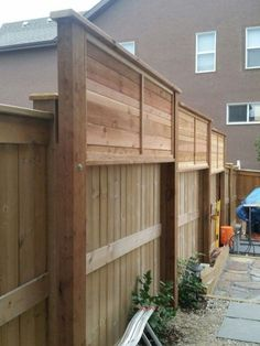 There are three wood privacy fence designs that rank among the top. These include the lattice-top, shadowbox and your basic … Privacy Fence Landscaping, Wood Privacy Fence, Garden Privacy Screen, Privacy Fence Designs, Outdoor Privacy, Diy Fence, Backyard Fences, Garden Fencing, Backyard Landscaping
