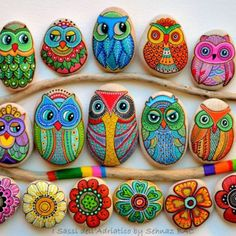 Pebble and Stone Crafts - Painted Owl Stones - DIY Ideas Using Rocks, Stones and Pebble Art - Mosaics, Craft Projects, Home Decor, Furniture and DIY Gifts You Can Make On A Budget Rock Painting Ideas Easy, Rock Painting Designs, Paint Designs, Pebble Painting, Pebble Art, Stone Painting, Pebble Stone, Diy Painting, Pour Painting