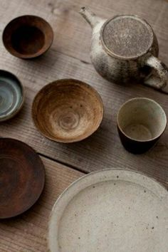 Hiroki Ooura. #stoneware_dishware #japanese_pottery_ceramics I love the color and simplicity of the design.