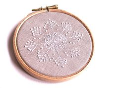 Embroidered snowflake. Gorgeous! Templates on this post.