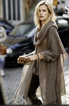 Best Ideas For Crochet Poncho Outfit Casual Look Fashion, Womens Fashion, Fashion Trends, Street Fashion, Fur Fashion, Fashion Fall, Luxury Fashion, Ladies Fashion, Fall Chic