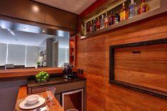 Armário para espetos e nichos para garrafas e suvenires mantêm a organização na cozinha social - Casa  Cia - Zero Hora