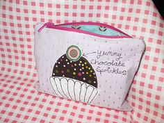 cupcake zip pouch from uhandbag - the bag making bible by Lisa Lam