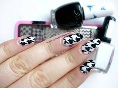 pepitka, nails, classic pattern