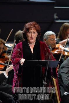 Catherine Wyn Rogers Catherine Wyn Rogers singing Elgars The Apostles at the BBC Proms 2007 . Prom 46 . 18 August 2007 . stock photo