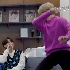 Foto Bts, Bts Photo, Yoongi Bts, Bts Meme Faces, Funny Faces, Meme Pictures, Reaction Pictures, Yoonmin, Bts Sticker