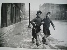 The Gorbals, Glasgow, 1948. Les
