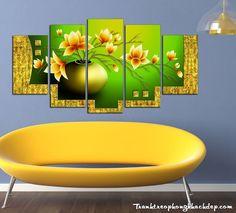 Bộ tranh gỗ bình hoa sen đất tuyệt đẹp AmiA 1267 với hoa sen màu cam trên nền xanh tương phản sang trọng hợp phòng khách chung cư