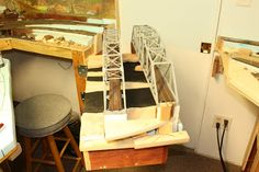 Dean's Model Railroad: Building a swing gate with bridges. Ho Scale Train Layout, Ho Scale Trains, Model Train Layouts, Ho Model Trains, Ho Trains, Train Table, Scale Models, Railroad Tracks, Bridges