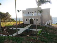 Noel Manor Roatan, Honduras 50 Lighhouse Estates West Bay, 34101 Roatán   about 30 minutes  west of Blue Harbor Tropical Aroretum near Corazal +1(530) 622 3105 or +1(504) 9780 4060 noelmanor@outlook.com
