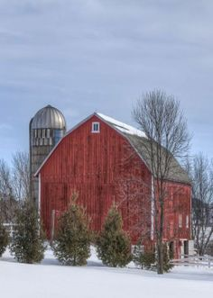 Don't know where this barn is located, but saw MANY like it during my years in Indiana.  Sweet memory.