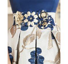 vestido-de-fiesta-corto-falda-estampada-cuerpo-liso-cinturon-flores.jpg (800×749)