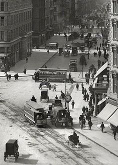 New York City - Street and the Flatiron Building, Old Pictures, Old Photos, Vintage Photographs, Vintage Photos, Ville New York, Photos Originales, Foto Transfer, Black And White City, Vintage New York