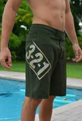 OD Green & Tan Men's CrossFit-style Shorts from 321 Apparel. These MMA style men's WOD shorts are designed to give you full range of motion. Mens Workout Shorts, Crossfit Shorts, Crossfit Clothes, Tan Guys, Shorts With Pockets, Fitness Inspiration, Mens Fashion, Stylish, Swimwear