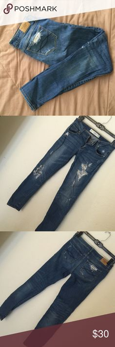 """Abercrombie & Fitch Distressed Skinny Jeans Used, but still in great condition. Waist 27"""", length 31"""". 28"""" inseam. Low rise. Abercrombie & Fitch Jeans Skinny"""