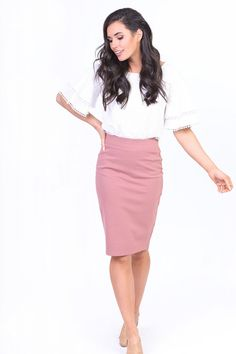 pencil skirt and tshirt outfit Pencil Dress Outfit, Pencil Skirt Casual, Stretch Pencil Skirt, Pencil Skirt Outfits, High Waisted Pencil Skirt, Pencil Skirts, Mini Skirts, Modest Summer Outfits, Clubbing Outfits