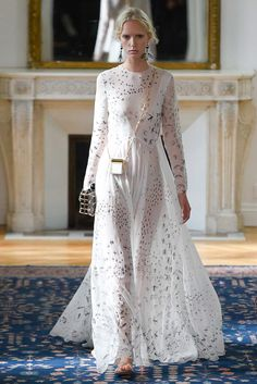 Fotos de Pasarela | Valentino, París Fashion Week, prêt-à-porter, primavera-verano 2017 Primavera Verano 2017 Paris Fashion Week | 52 de 66 | Vogue