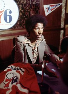 Rare SI Photos of Dr. J : Rare SI Photos of Julius Erving We present these rare SI photos of Dr. J through the years. Basketball Pictures, Love And Basketball, Basketball Legends, Basketball Players, Ebony Magazine Cover, Nba Fashion, Philadelphia Sports, American Sports, American Idol