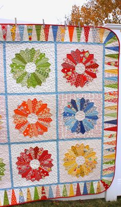 Dresden Plate quilt by Amy Smart Dresden Quilt, Dresden Plate Patterns, Quilt Patterns, Quilting Projects, Quilting Designs, Quilting Ideas, Sewing Projects, Amy Smart, Quilt Inspiration