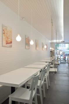Located in a consolidated area of Lisbon's city, in the surrounding of the Lic… The new ice cream parlor is located in an urban neighborhood of Lisbon, near the Liceu Pedro Nunes and Jardim Escola João de Deus. The ice cream parlor is in a … Cafe Interior, Shop Interior Design, Cafe Design, Store Design, Orange Beach, Cafe Bar, Parlour Design, Design Simples, Gelato Shop
