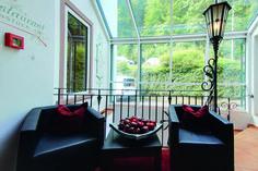 Das von der Familie Gietz persönlich geführte AKZENT Waldhotel Rheingau befindet sich in idyllischer Lage in Geisenheim.