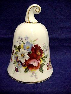 Zvonek • porcelán s malovanými květy