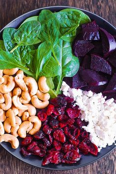 Beet Salad with Spinach, Cashews, Cranberries, and Goat Cheese Healthy Dishes, Healthy Salads, Healthy Eating, Taco Salads, Goat Cheese Salad, Spinach Salad, Crab Salad, Vegetarian Recipes, Cooking Recipes