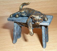 "HAND MADE COLLECTABLE MINIATURE PEWTER FIGURINE ""CAT ON THE BENCH"" 