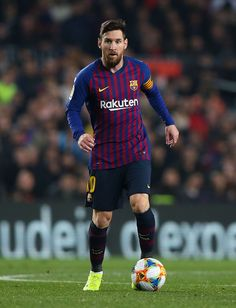 BARCELONA, SPAIN - FEBRUARY Lionel Messi of FC Barcelona runs with the ball during the Copa del Semi Final first leg match between Barcelona and Real Madrid at Nou Camp on February 2019 in Barcelona, Spain. (Photo by Angel Martinez/Getty Images) Cristiano Ronaldo, Messi And Ronaldo, Messi 10, Barcelona Team, Barcelona Football, Barcelona Spain, Football Team Logos, Football Players, Football Shoes