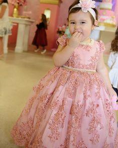 A linda princesa Lheandra veste Cecília Cavalcante!!! Vestidos personalizados e sob medida!!! Enviamos para todo Brasil e exterior!!! Contato somente pelo tel ou whatsapp (84)98703-8006