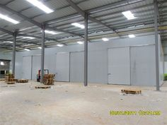 Africhill supply cold rooms, cold storage room & high efficiency refrigeration systems to suit a wide range of commercial requirements throughout South Africa and rest of the world. Floor Insulation, Insulated Panels, African Market, Basic Tools, Room Doors, Door Hinges, Storage Room, Energy Efficiency, Superior Quality