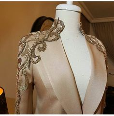 Very gorjesssss - Salvabrani Couture Fashion, Hijab Fashion, Fashion Dresses, Style Fête, Moda Fashion, Womens Fashion, Couture Embroidery, Fashion Details, Fashion Design