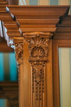 Пилястра в домашнем кинотеатре Клиента.. Main Door Design, Wooden Door Design, House Front Design, Wooden Decor, Wooden Art, Wood Design, Wood Molding, Moulding, Wal Art