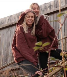 Lisa and Lena Boy Best Friend, Best Friend Goals, Bff Pictures, Best Friend Pictures, Twin Girls Outfits, Sisters Goals, Soul Sisters, Lisa Or Lena, Lily Chee