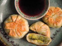Beyond Pork: Fill These Taiwanese Pan-Fried Miniature Buns With Leeks and Dried Baby Shrimp