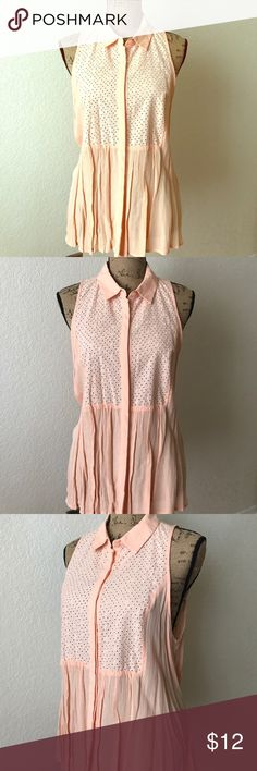 Women's Plus Peach Crop short sleeve ❤️ This lovely peach women's size Short sleeve perfect for this Fantastic Summer almost like a crop top has string in the bang ❤️ Forever 21 Tops Blouses