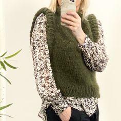 "Strikk din mote💕 on Instagram: ""Vi syns vest er så fest!! Passer til alt!! MinMote vest armygrønn 78🍀"" Sweaters, Instagram, Threading, Sweater, Sweatshirts, Pullover Sweaters, Pullover, Shirts"