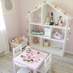 A little slice of heaven to kick start a very wet and dreary Thursday here in Sydney! This gorgeous room belongs @saramelzen  I spy some lovely goodies that can be found on our website •••www.pipandsox.com.au••• #woodentoys #playspace #girlsroom #maileg #pipandsox