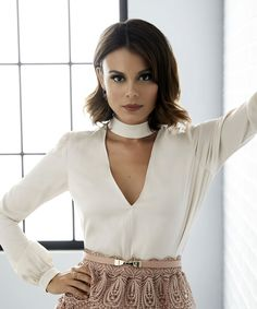 The beautiful Nathalie Kelly Office Outfits, Chic Outfits, Fashion Outfits, Gossip Girl, Pretty People, Beautiful People, Nathalie Kelley, Short Bob Hairstyles, Short Hair Styles