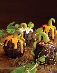 So cute -- Mini Pumpkin Bundt Cupcakes!