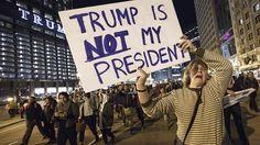 Demo Trump Not My President Bertambah Besar : Unjuk rasa untuk memprotes hasil pemilu presiden Amerika Serikat yang berlangsung di depan Trump Tower--gedung milik presiden AS ke-45 yang baru terpilih Donald Trump--