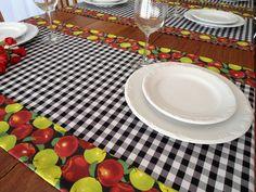 Dê boas vindas aos seus convidados com estilo!  Esse Caminho de Mesa é uma versão moderna da toalha de mesa. Totalmente personalizado, pode ser peça maravilhosas no seu almoço, jantar, lanche, churrasco ou festa. Pode ser usado de forma prática e versátil.  Ótimo item para sua casa de campo, prai...