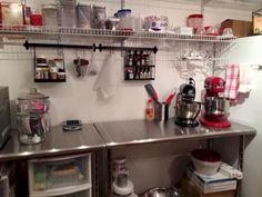 Home Bakery Kitchen Ideas (Home Bakery Kitchen Ideas) design ideas and photos Bakery Decor, Bakery Interior, Bakery Ideas, Cake Shop Design, Bakery Design, Cafe Design, Design Design, Home Bakery Business, Baking Business