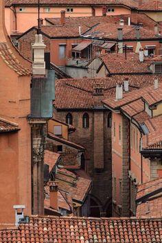 Italy Travel Inspiration - I tetti di Bologna, foto di Marco Colombari, Italy