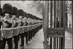 'Queen's guard marching' by Bruce Davidson, 1960. Courtesy: Bruce Davidson; Magnum Photos